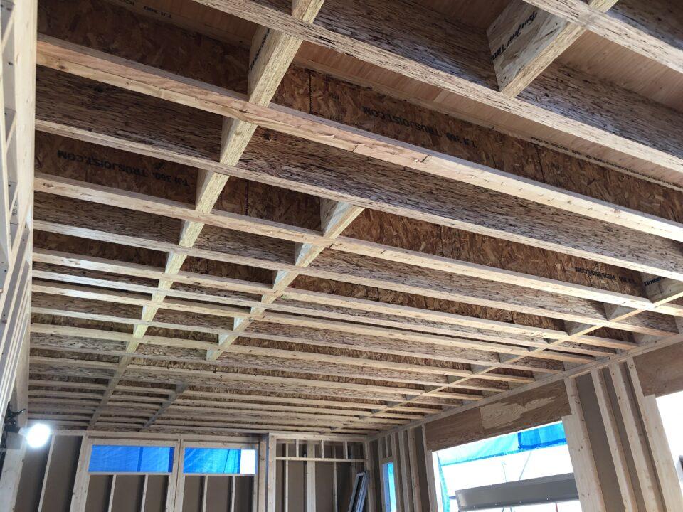 間口9.1m、奥行き5.46m 30畳リビングを木造で実現!